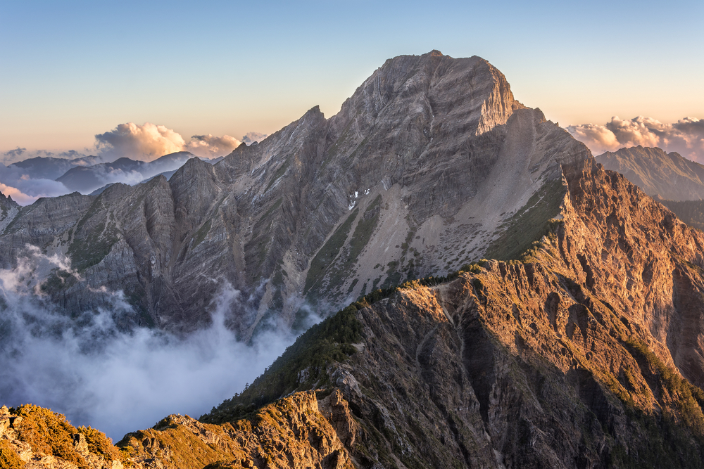 玉山國家公園屬一典型亞熱帶高山型國家公園