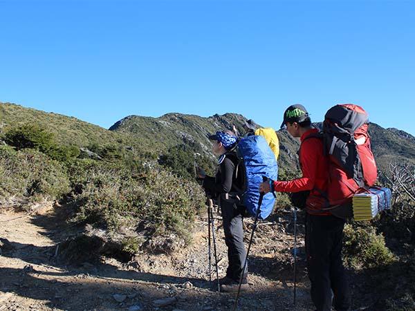 入山証の手続きや生態保護区入園許可が必要な登山活動