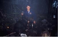 捕捉臺灣黑熊個體緊掛無線電發報器,並記錄個體型質及採集樣本。